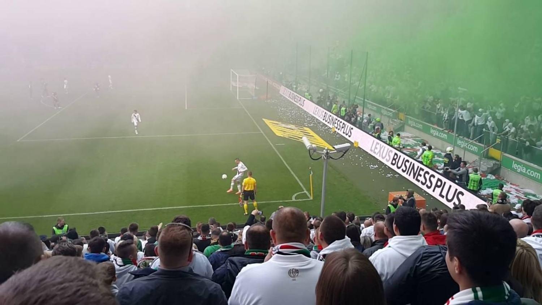 Linesman shows off his skills during Polish Ekstraklasa match