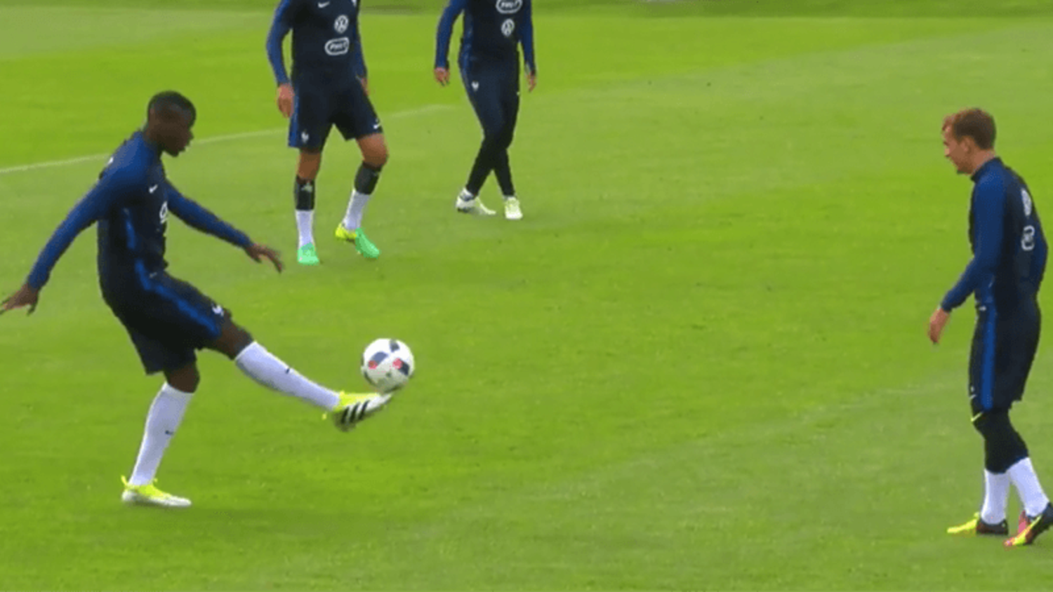 Dimitri Payet, Paul Pogba & More Show Their Skills In France Training