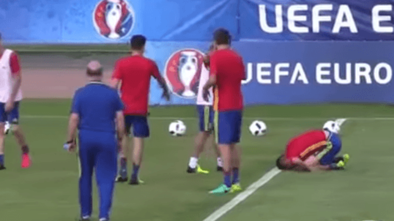 Bartra hit where it (really) hurts in Spain training ahead of Euro 2016