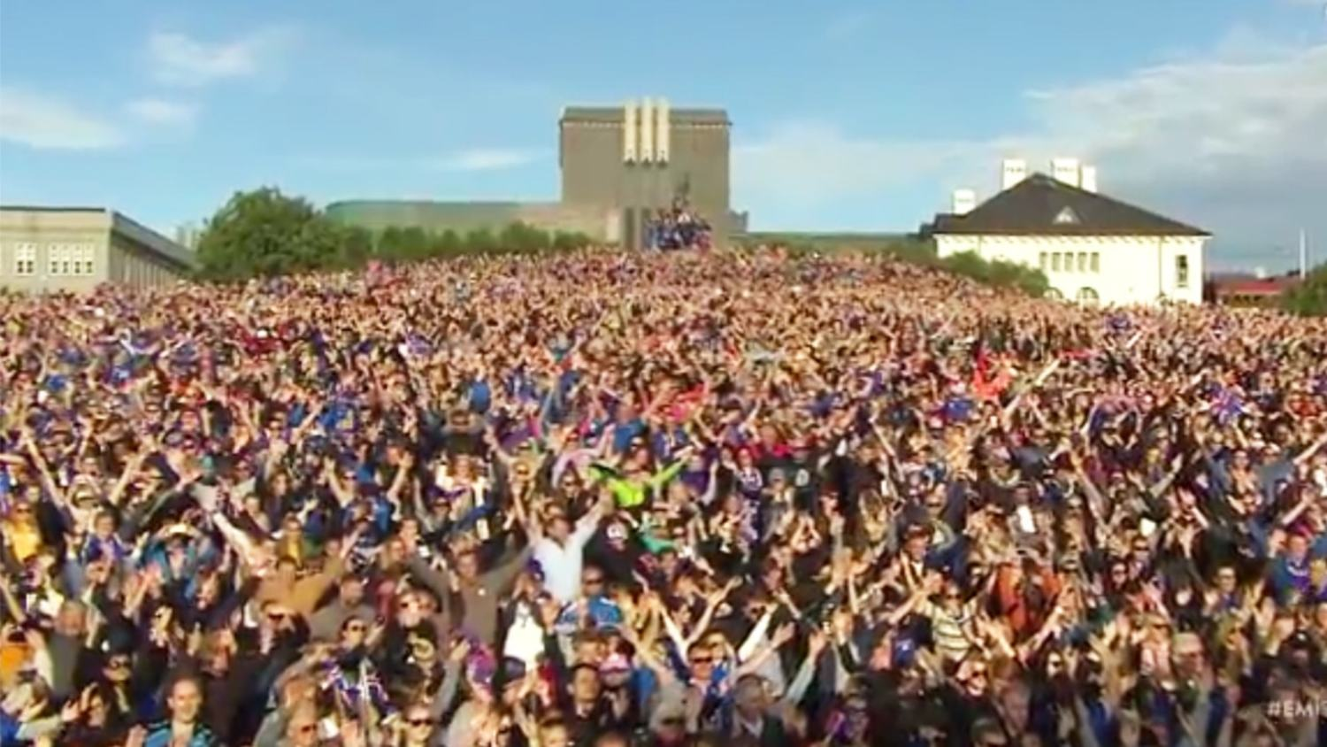 Iceland Team's Epic 'Viking Clap' Homecoming In Front of 30,000 Fans