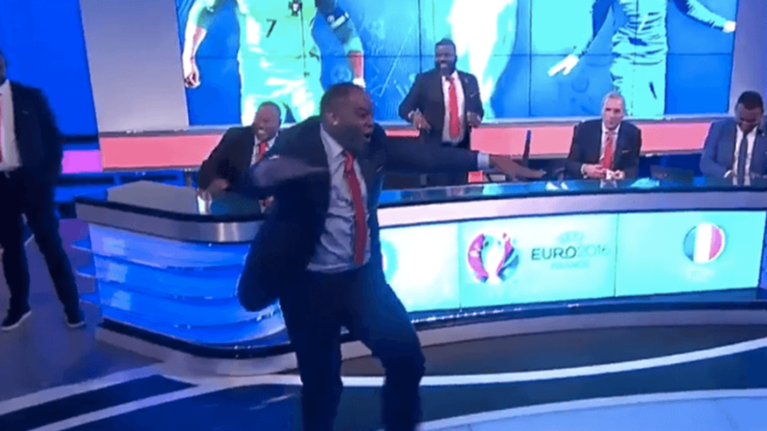 Benni McCarthy loses it as Eder scores Euro 2016 winner for Portugal