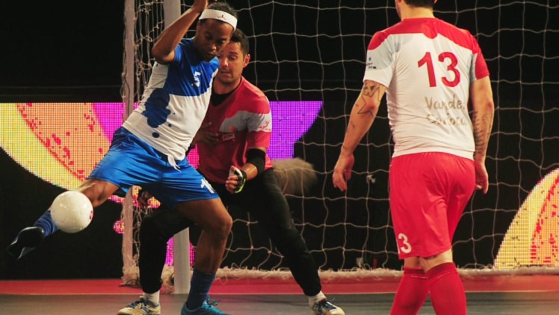 Watch Ronaldinho Rip Up The Indian Futsal League Against Paul Scholes