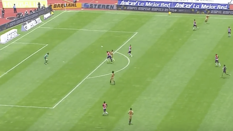 Jair Pereira Scores Van Persie-esque Headed Own Goal & Injures Himself