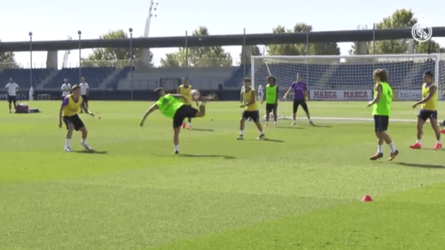 Isco scores an outrageous backheel volley in Real Madrid training