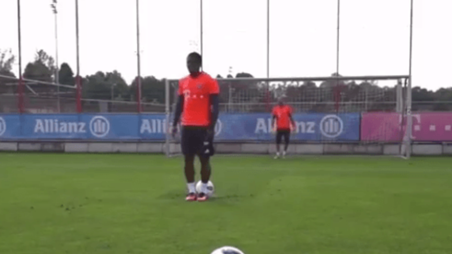 Douglas Costa pulls off Incredible Back-heel Penalty in Training
