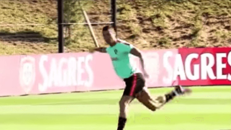 Cristiano Ronaldo scores impressive Rabona in Portugal training