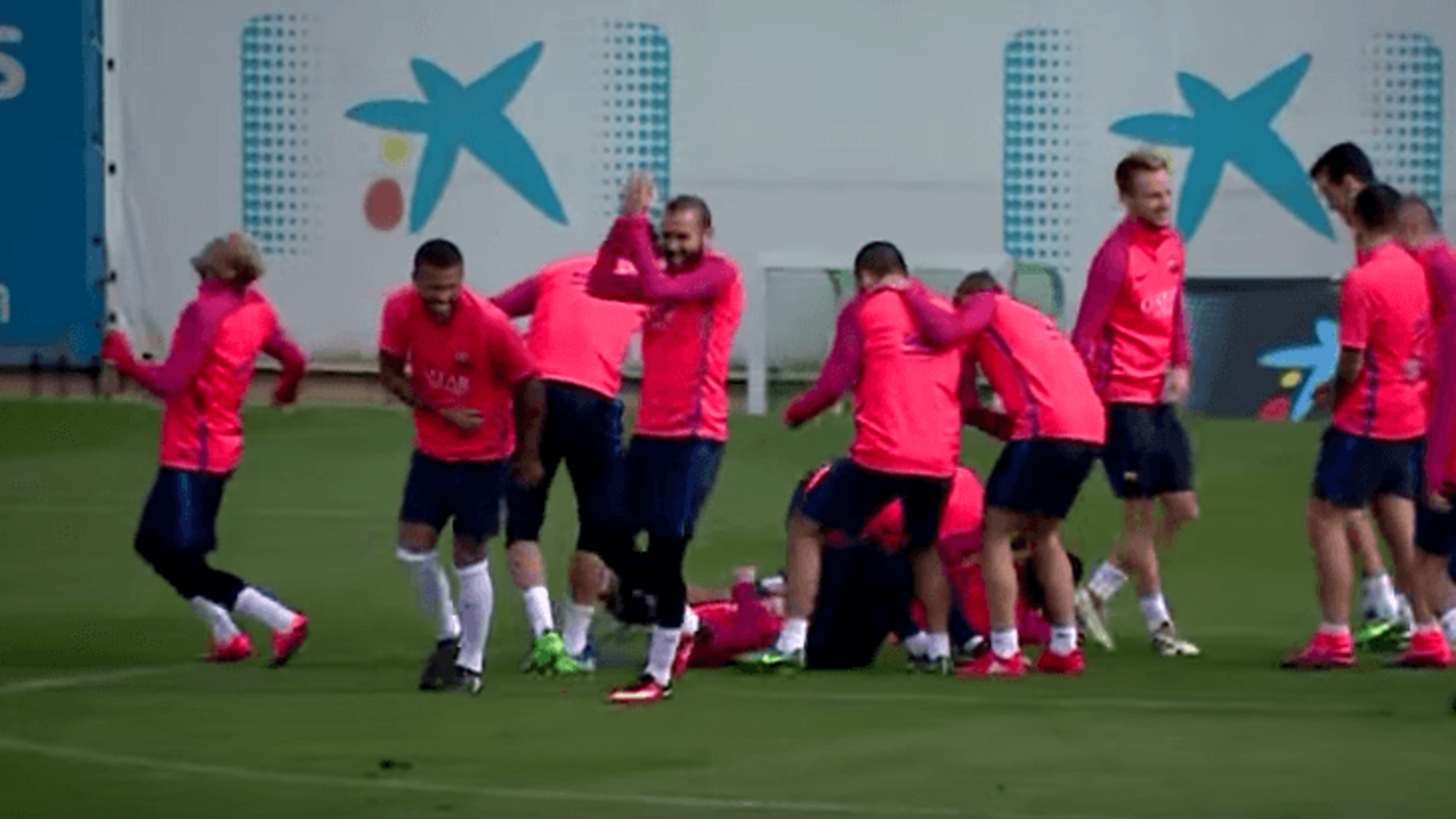 Messi, Suarez & Neymar ruined by Barcelona teammates in incredible Rondo