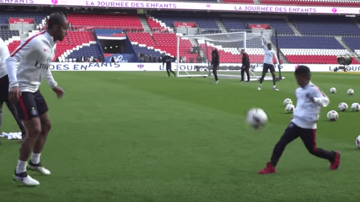 Kluivert's 9 Year Old Son takes on Lucas Moura in skill battle