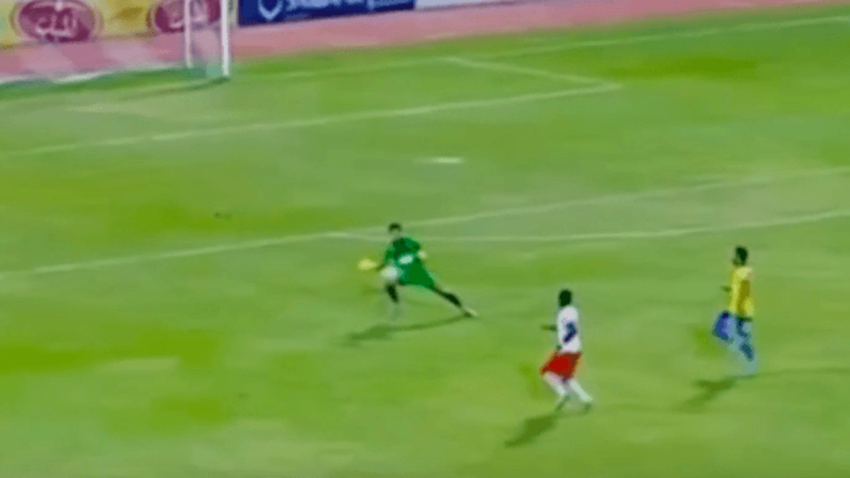 Egyptian goalkeeper saves shot from far outside box and gets away with it