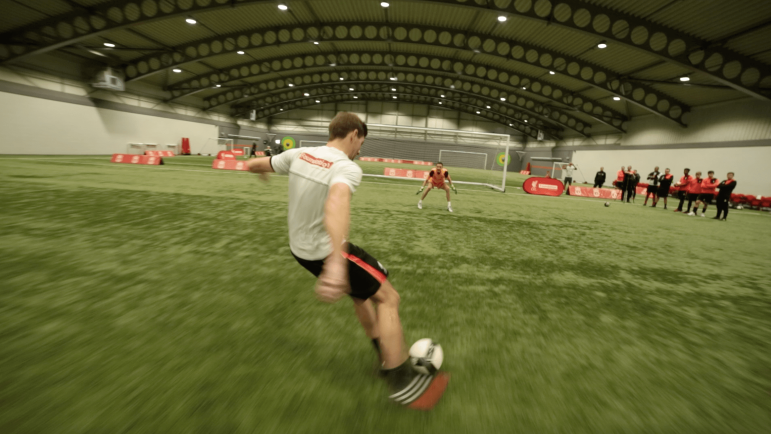 Steven Gerrard takes on the 5 Shot Challenge with Liverpool Legends!